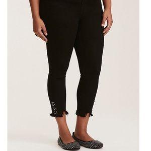 NWT Torrid Black Skinny Ankle Jeans With Rings